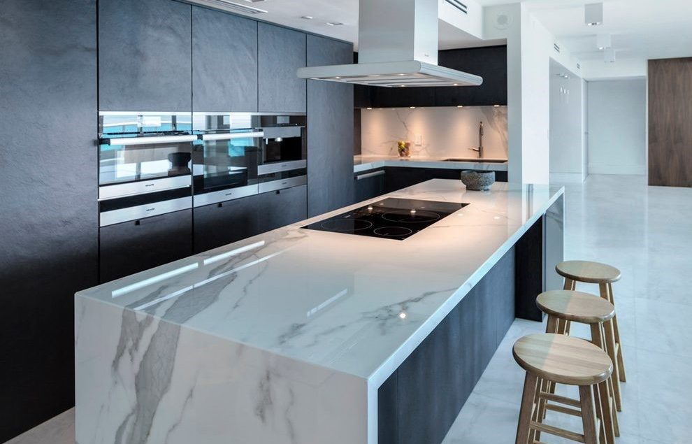 london-cascading-island-with-modern-range-hoods-kitchen-contemporary-and-cooktop-on-butlers-pantry